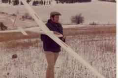 Ray Munro with his ASW 17. He stated that it flew like a manhole cover until he installed flaps